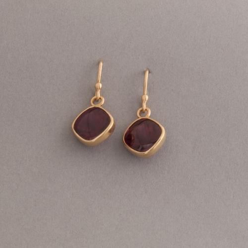 Ohrring aus 18 Karat Gold mit Granat