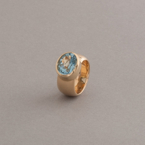Ring 18 Karat Gold mit ovalem Aquamarin
