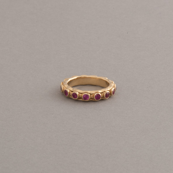 Ring aus 750/000 Gelbgold mit Rubinen rund fac. 2,5 mm