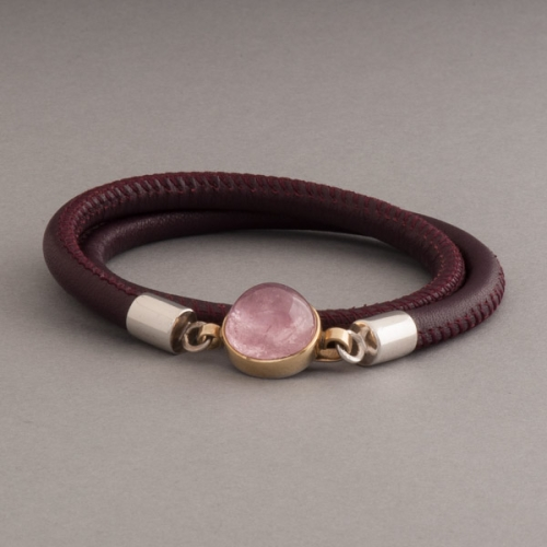 Lederarmband mit Silberverschluss mit rosa Turmalin Cabochon