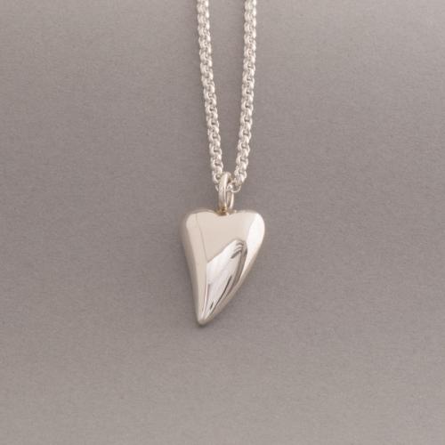 Kette aus Silber mit Herzanhänger