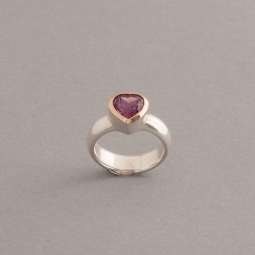 Ring aus Silber mit Rhodolith Herz
