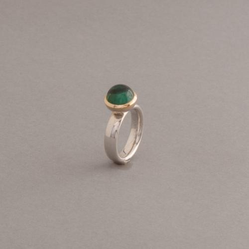 Ring Silber mit Turmalin im Cabochonschliff