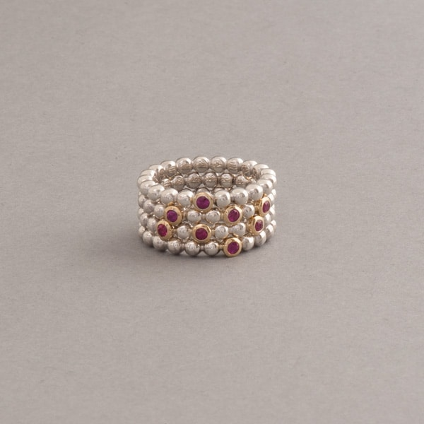 Ringkombination aus Silber mit Rubinen Kugel