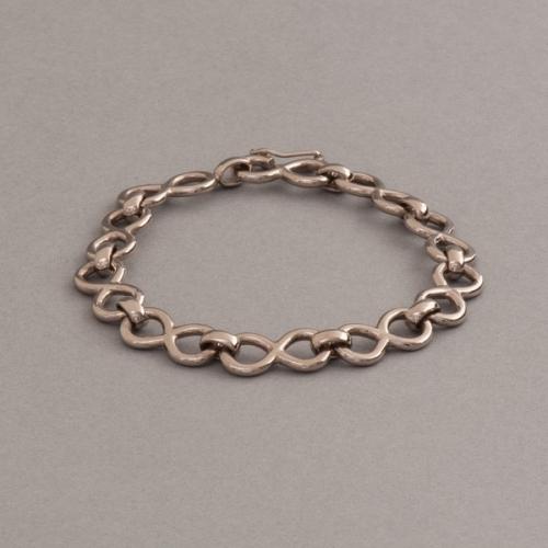 Armband aus Weissgold Unendlichkeit symbol