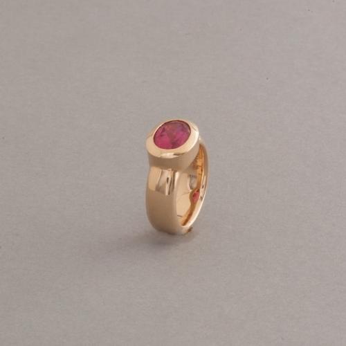 Ring aus 18 Karat Gold mit Rubellit facettiert