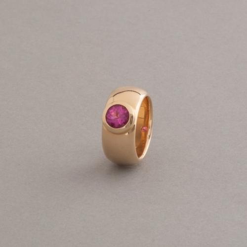 Ring aus 18 Karat Gold mit Rubellit rund