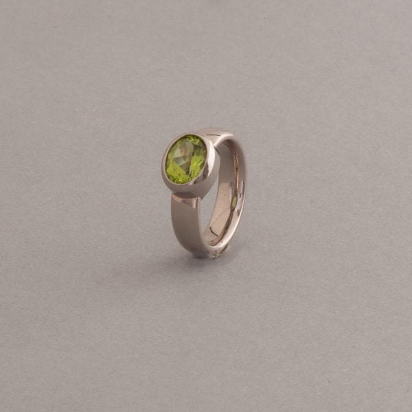 Ring aus 18 Karat Weissgold mit Peridot