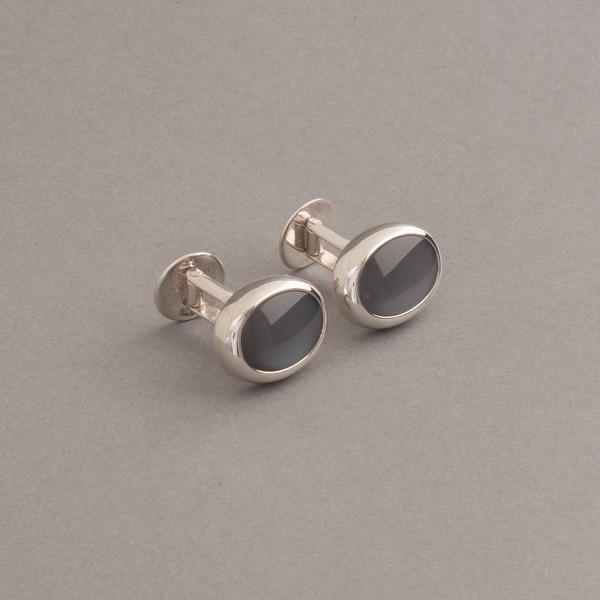 manschettenknoefpe aus Silber mit grauen mondsteinen