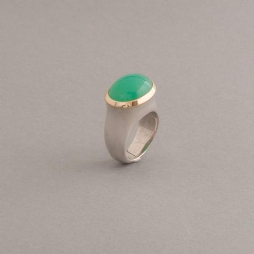 Ring aus Silber mit Chrysopras Cabochon