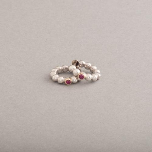 Kreolen aus Silber mit Rubinen , gefasst in 18 Karat Gold