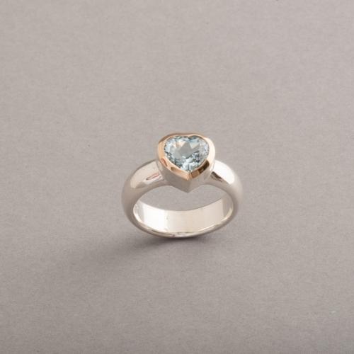 Ring aus Silber mit Aquamarin Herz