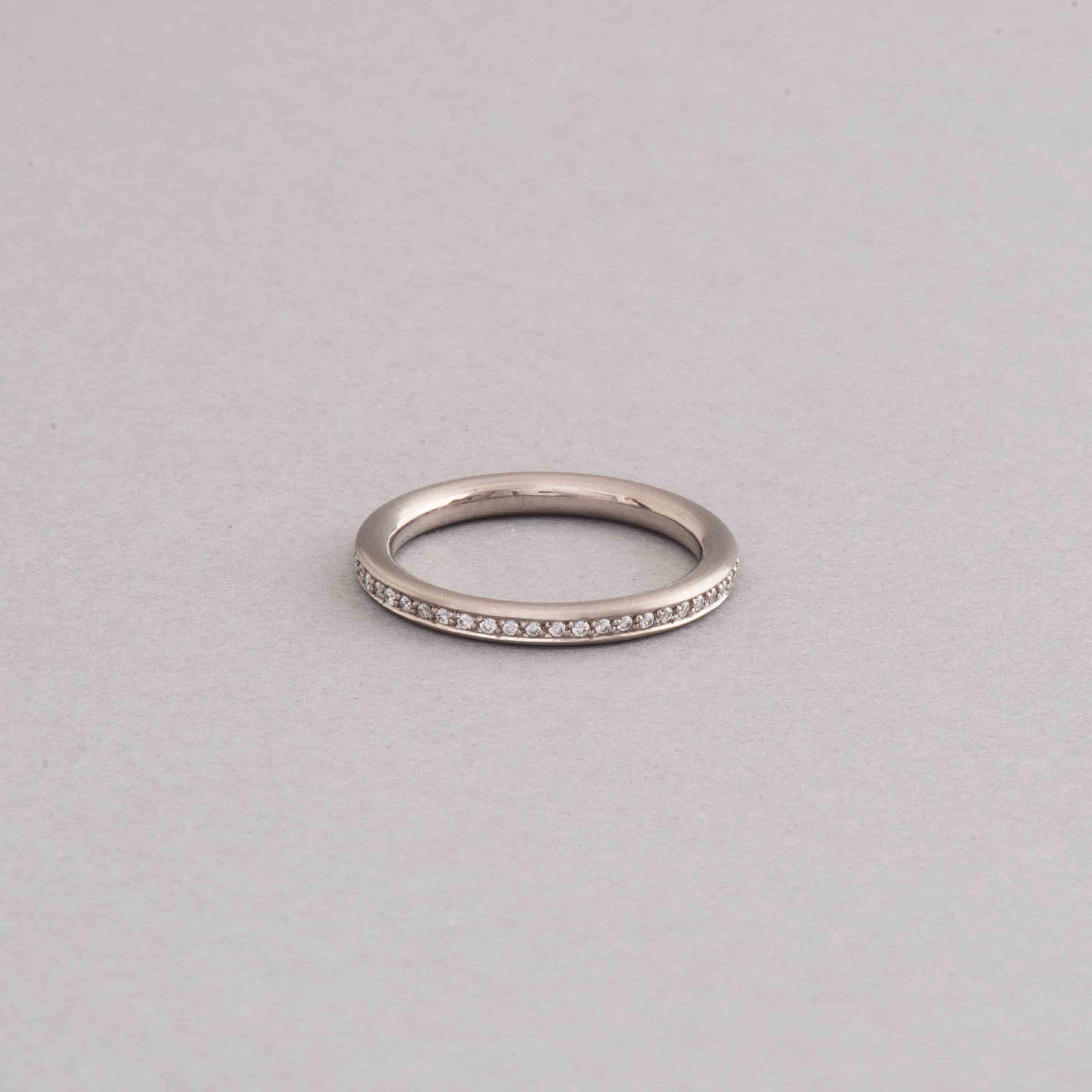 ring aus 750 000 weissgold mit brillanten botho nickel. Black Bedroom Furniture Sets. Home Design Ideas