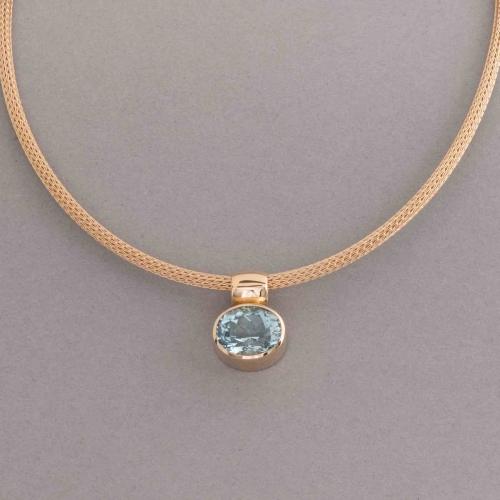 strumpfkette-aus-18-karat-gold-mit-aquamarin-oval