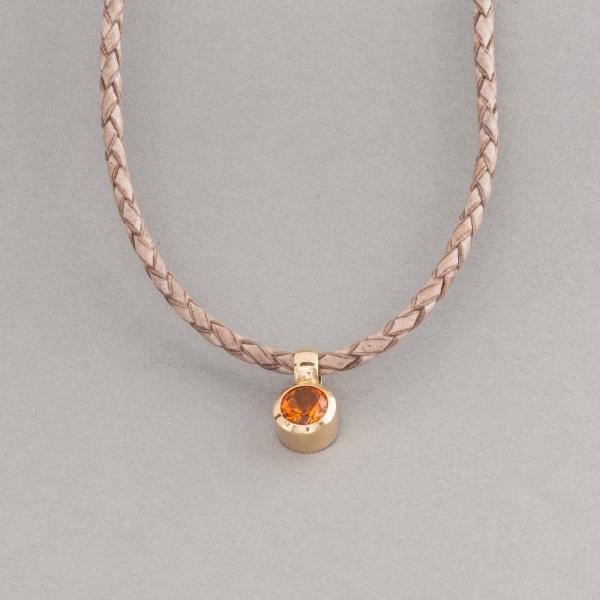 Lederkette mit Verschluss aus 18 Karat Gold und Citrin, Botho Nickel Schmuck Hamburg, Juwelier, Goldschmiede, Gemmologe und Diamantgutachter