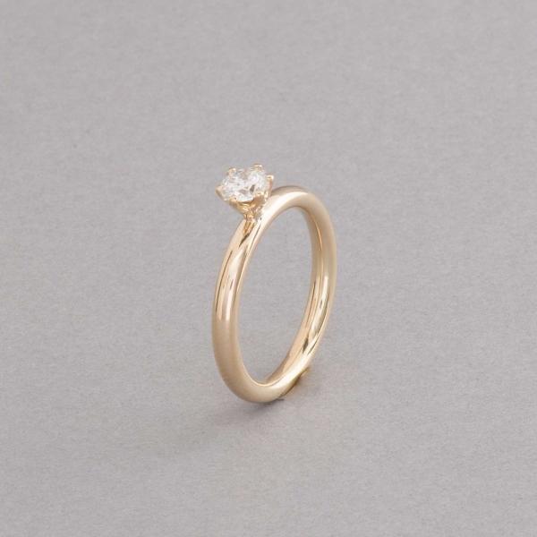 Ring aus 18 Karat Gold mit Brillant in einer Krappenfassung, Botho Nickel Hamburg