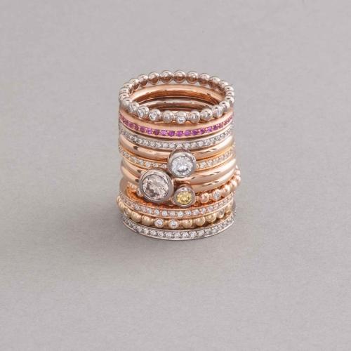Ringe aus 18 Karat Rosé- Gelb und Weißgold mit Brillanten und pinken Saphiren