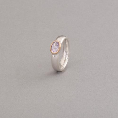 Ring aus Silber mit Amethyst, Fassung aus 750/000 Gold, Botho Nickel Schmuck Hamburg
