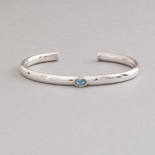 Armspange aus Silber mit Aquamarin oval facettiert gefasst in 18 Karat Gold, Juwelier und Goldschmiede Botho Nickel Schmuck Hamburg