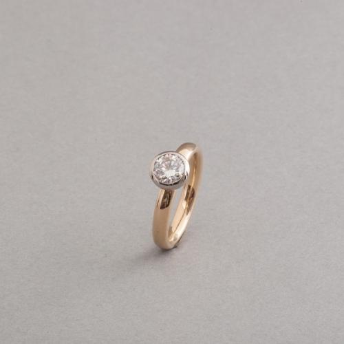 Ring aus 18 Karat Gold mit Brillant 0,80 ct. hoch feines weiss (D) Vs2 mit Expertise vom GIA,Juwelier und Goldschmiede Botho Nickel Schmuck Hamburg