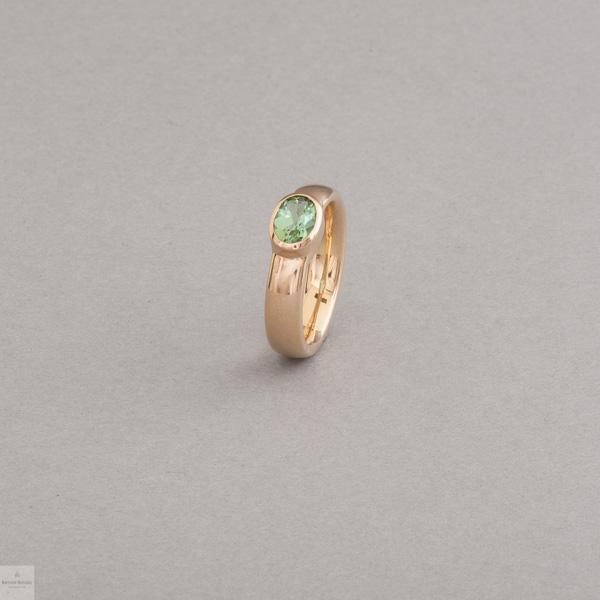 Ring aus 18 Karat Gold mit Turmalin oval facettiert, Botho Nickel Schmuck Hamburg