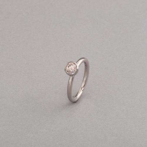 Ring aus 18 Karat Weissgold mit zimtfarbenen Brillant, Juwelier Botho Nickel Schmuck Hamburg