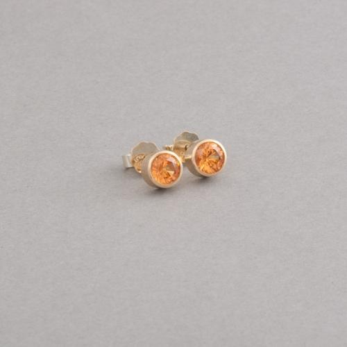 Ohrstecker aus 18 Karat Gold mit Mandarin Granaten, Juwelier und Goldschmiede Botho Nickel Schmuck Hamburg