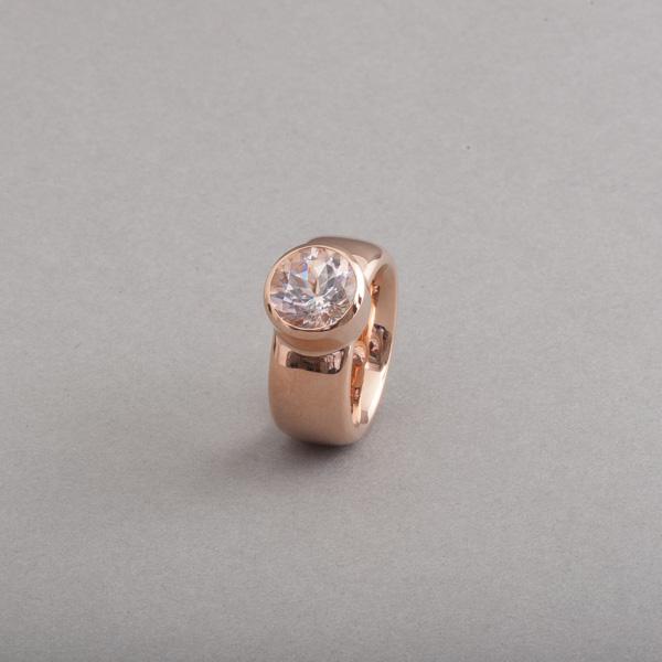 Ring aus 18 Karat Roségold mit Morganit rund facettiert, Botho Nickel Schmuck Hamburg, Juwelier, Goldschmiede, Gemmologe und Diamantgutachter