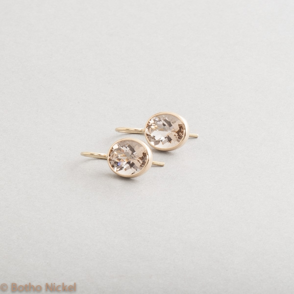 Ohrringe aus 18 Karat Gold mit Rauchquarzen , Goldschmiede Botho Nickel Schmuck Hamburg Juwelier, Goldschmiede, Gemmologe und Diamantgutachter