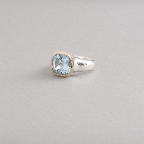 Ring aus Silber mit Aquamarin, Fassung aus 750/000 Gold, Botho Nickel Schmuck Hamburg, Juwelier und Goldschmied, Gemmologe und Diamantgutachter