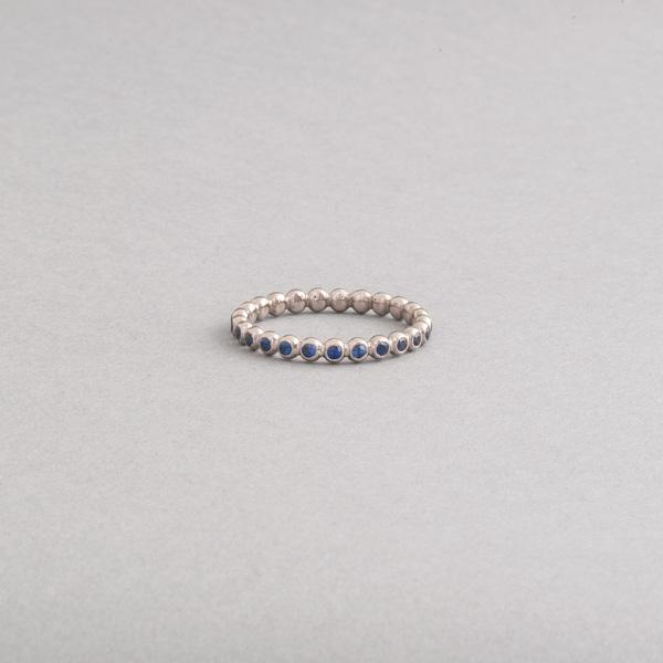 Ring aus 750/000 Weissgold mit Saphiren, Botho Nickel Schmuck Juwelier, Goldschmiede, Gemmologe und Diamantgutachter