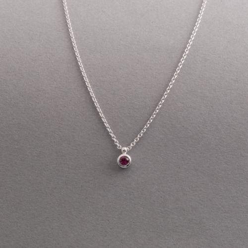Kette aus 750/000 Weissgold mit Rubin, Botho Nickel Schmuck Juwelier,Goldschmiede, Gemmologe und Diamantgutachter