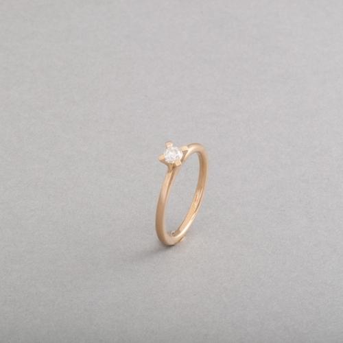 Ring aus 18 Karat Gelbgold mit Brillant in einer Krappenfassung, Botho Nickel Schmuck Hamburg, Juwelier, Goldschmiede, Gemmologe und Diamantgutachter