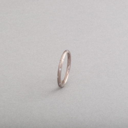 Ring aus 18 Karat Weißgold mit Brillanten als Sternenhimmel gefasst, Botho Nickel Schmuck, Juwelier, Goldschmied, Gemmologe und Diamantgutachter