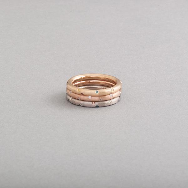Ringe aus 18 Karat Weiß-Rosé und Gelbgold mit Brillanten als Sternenhimmel gefasst, Botho Nickel Schmuck Hamburg, Juwelier, Goldschmiede, Gemmologe und Diamantgutachter