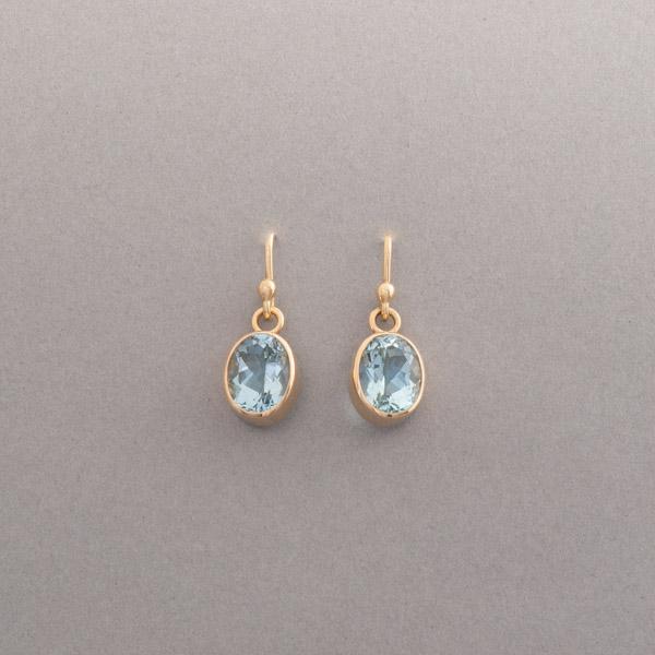 Ohrringe aus 18 Karat Gold mit ovalen Aquamarinen, Botho Nickel Schmuck Hamburg, Juwelier, Goldschmiede, Gemmologe und Diamantgutachter