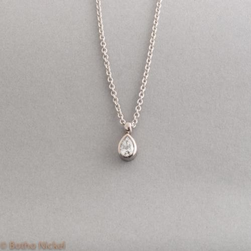 Kette aus 950 Platin mit Diamant Tropfen, gefasst in 18 Karat Weissgold, Goldschmiede Botho Nickel Schmuck Hamburg, Juwelier, Goldschmiede, Gemmologe und Diamantgutachter