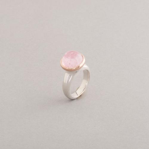 Ring aus Silber mit rosa Turmalin Cabochon, Fassung 18 Karat Roségold, Botho Nickel Schmuck Hamburg. Juwelier, Goldschmiede.Gemmologe und Diamantgutachter