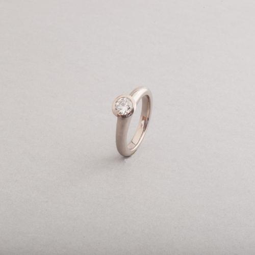 Ringe aus 18 Karat Weissgold mit Brillant, Botho Nickel Schmuck Hamburg, Juwelier, Goldschmiede, Gemmologe und Diamantgutachter