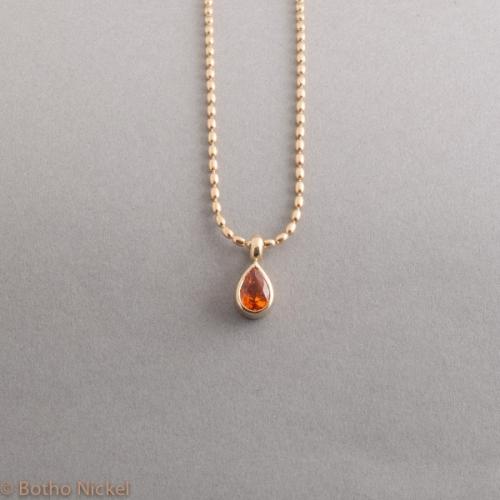 Kette aus 18 Karat Gold mit Mandarin Granat, Botho Nickel Schmuck Hamburg, Juwelier, Goldschmiede, Diamantgutachter und Gemmologe