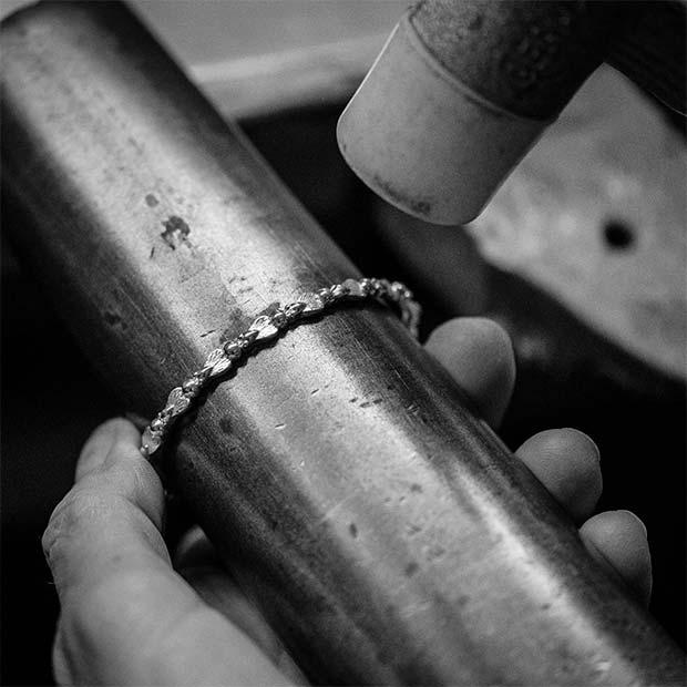 Armreif Herstellung made in Hamburg Botho Nickel Goldschmiede