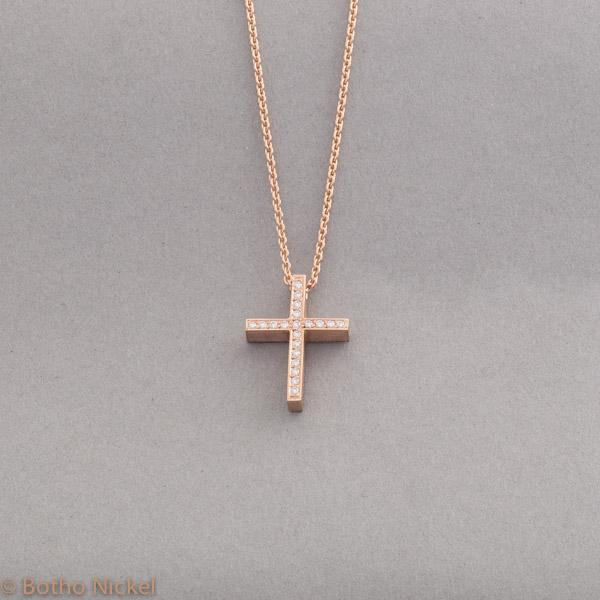 Kette aus 18 Karat Roségold mit einem Kreuz mit Brillanten ausgefasst, Botho Nickel Schmuck Hamburg, Juwelier, Goldschmiede Gemmologe und Diamantgutachter
