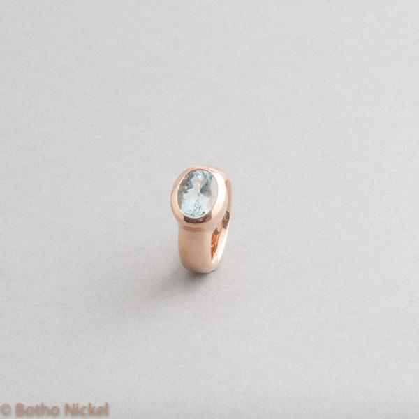 Ring aus 18 Karat Roségold mit Aquamarin, Goldschmiede Botho Nickel Schmuck Hamburg, Juwelier, Goldschmiede, Gemmologe und Diamantgutachter