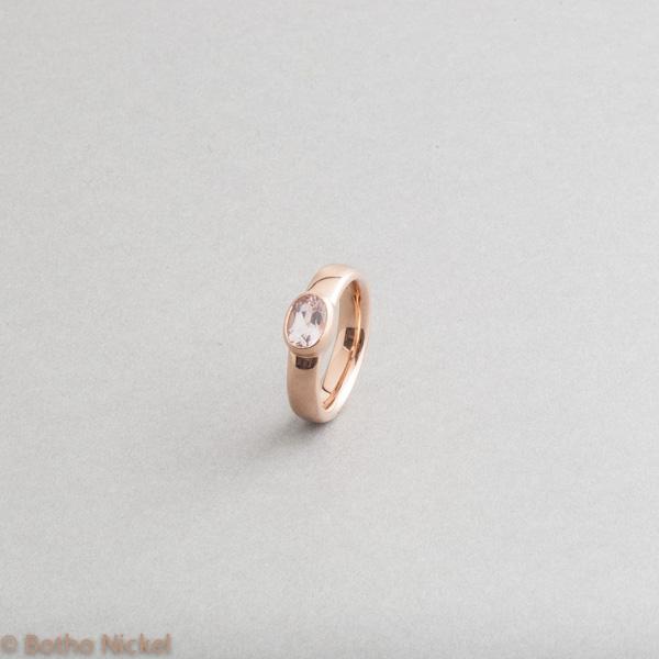 Ring aus 18 Karat Roségold mit einem rosa Edeltopas, Goldschmiede Botho Nickel Schmuck Hamburg, Juwelier, Goldschmiede, Gemmologe und Diamantgutachter