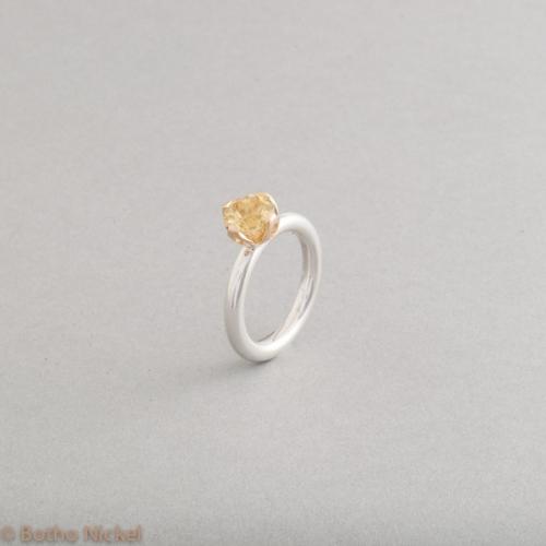 Ring aus Silber mit Goldberyll in einer Krappenfassung aus 18 Karat Gold, Goldschmiede Botho Nickel Hamburg, Juwelier, Goldschmiede, Gemmologe und Diamantgutachter