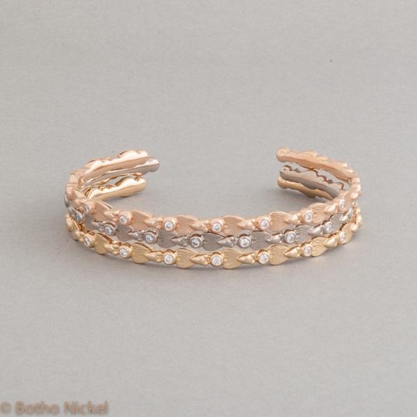 Fliegenarmspangen aus 18 Karat Gold mit Brillanten, Goldschmiede Botho Nickel Schmuck Hamburg Juwelier, Goldschmiede, Gemmologe und Diamantgutachter