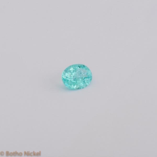 Edelstein Paraiba Turmalin aus Mosambik oval facettiert, Goldschmiede Botho Nickel Gemmologe , Diamantgutachter, Juwelier und Goldschmiede