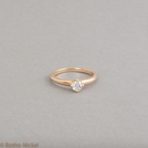 Verlobungsring mit Brillant in einer Krappenfassung Goldschmied Botho Nickel Schmuck Hamburg Juwelier, Goldschmiede, Gemmologe und Diamantgutachter