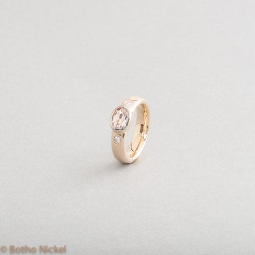 Ring 18 Karat Gold mit Morganit und Brillanten, Botho Nickel Schmuck Hamburg, Goldschmiede, Juwelier, Gemmologe und Diamantgutachter