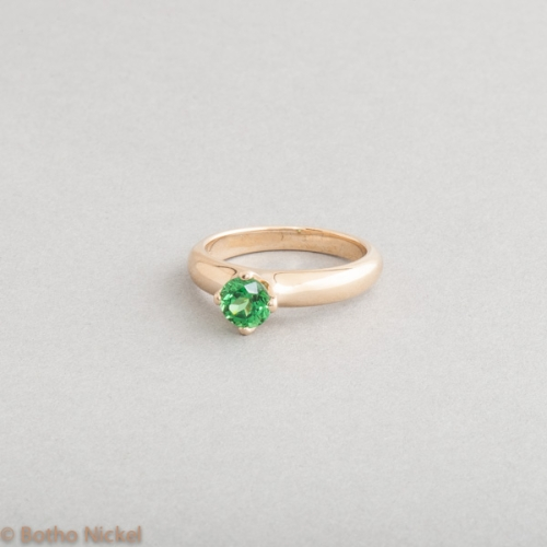 Verlobungsring aus 18 Karat Gold mit Tsavorith, Goldschmiede Botho Nickel Schmuck Hamburg Juwelier, Goldschmiede, Gemmologe und Diamantgutachter